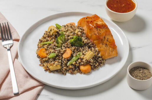 sweet-and-spicy-quinoa-served-with-salmon