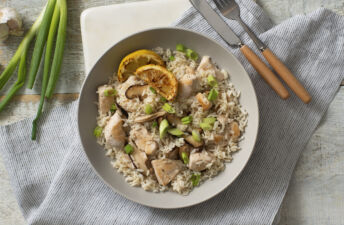 Lemon-pepper-chicken-and-white-rice-with-green-onions