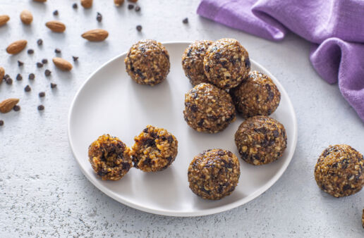 energy-rice-balls-with-brown-rice-chocolate-and-almonds